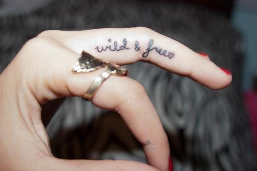 wild-and-free-dedo-tatuar