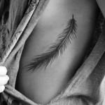 Encontre aqui algumas ideias para fazer uma tatuagem nas costelas