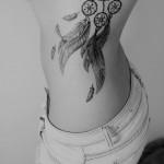 Neste artigo pode encontrar várias ideias para fazer uma tatuagem na costela