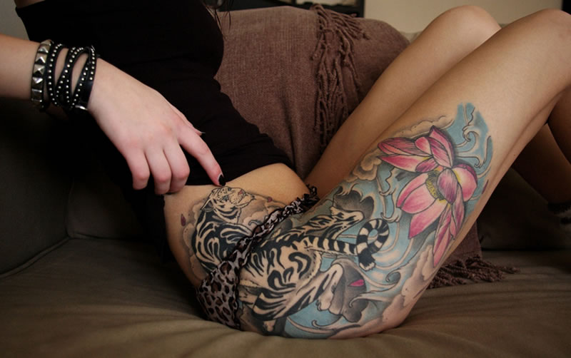 tatuagens femininas na perna coxa