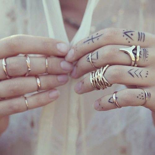 Neste artigo encontra algumas sugestões para tatuar o dedo