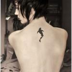 Descubra qual o significado de fazer uma tatuagem de tubarão