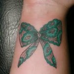 tatuagem de laço